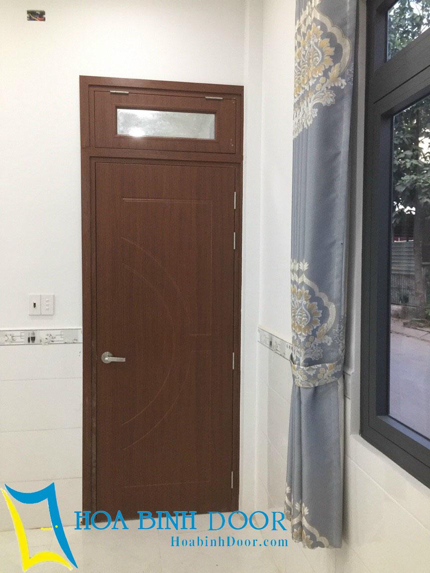 cửa composite có ôfix